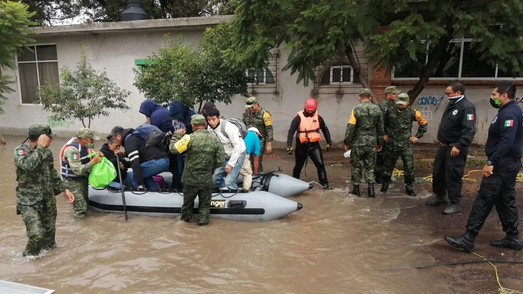 Evacúan 12 colonias en Querétaro por desbordamiento del río San Juan - Evacuación de familias en Querétaro