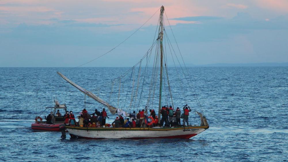 Guardia Costera rescata a 400 haitianos en barcos sobrecargados - Haitianos rescatados Guardia Costera EEUU