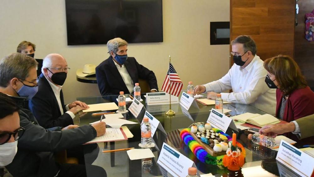 John Kerry llega a México para ver plan de reforestación de AMLO - John Kerry Marcelo Ebrard