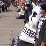 Calaveras gigantes homenajean a Frida Kahlo en México por el Día de Muertos