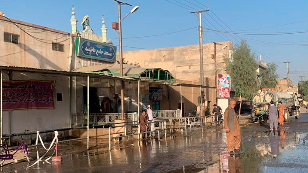 Más de 30 muertos en Afganistán por nuevo atentado en mezquita - Mezquita en Kandahar, Afganistán, tras ataque que dejó al menos 30 muertos