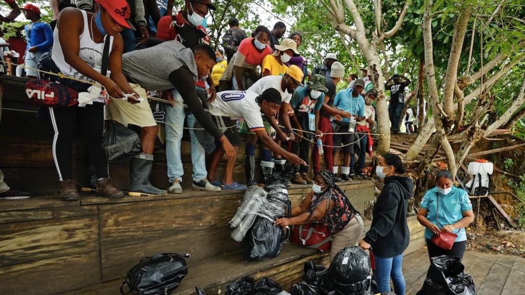 Exigen al Gobierno de Biden detener deportaciones de haitianos. Foto de EFE