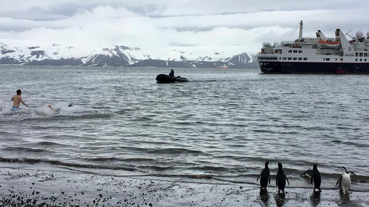 barco en la Antártida