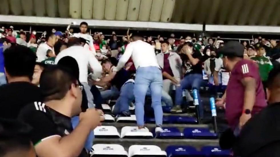 #Video Aficionados pelean en tribunas del Estadio Azteca - Pelea México Honduras Estadio Azteca aficionados