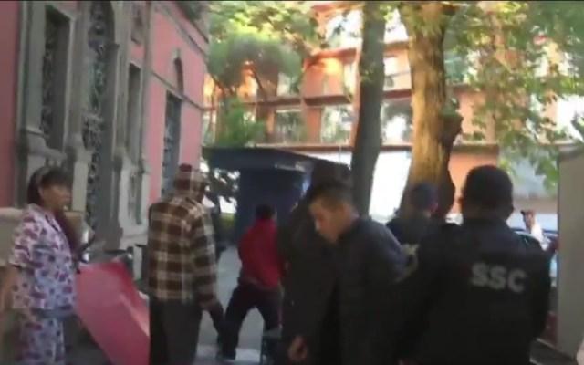 #Video Policía toma control de desalojo en la colonia Juárez tras riña - Policías durante riña en la colonia Juárez por desalojo