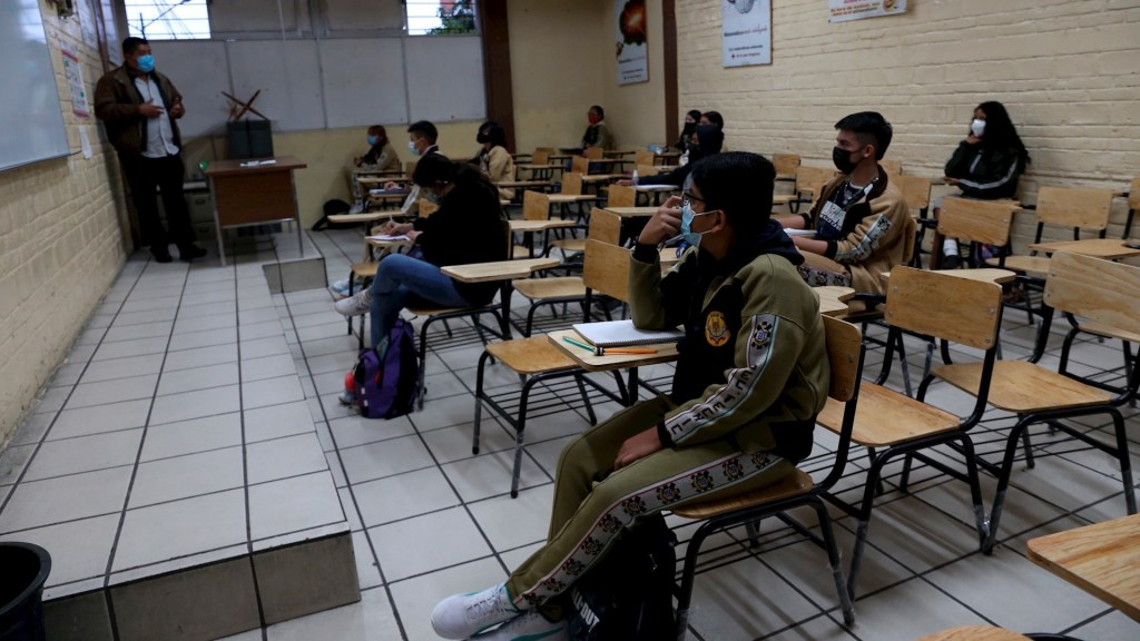 Estiman que en un mes todos los estudiantes regresen a las aulas en México - Regreso estudiantes a clases México COVID1-19