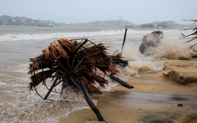 Rick mantiene lento desplazamiento hacia costas de Guerrero y Michoacán - Rick huracán tormenta Michoacán Guerrero