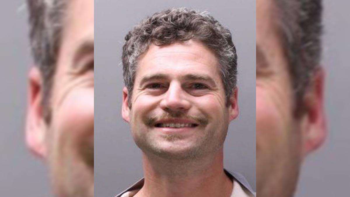 Sujeto asesina en Florida a tres colegas tras discutir con su superior