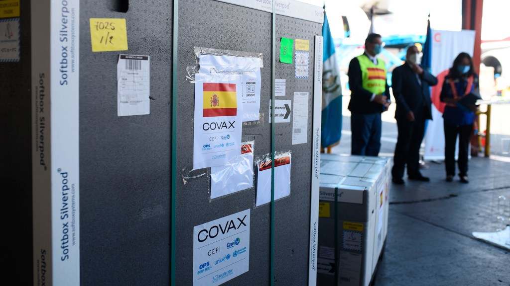 OPS critica retrasos de Covax en la entrega de vacunas en América - Vacunas donadas por España a Guatemala mediante el mecanismo Covax