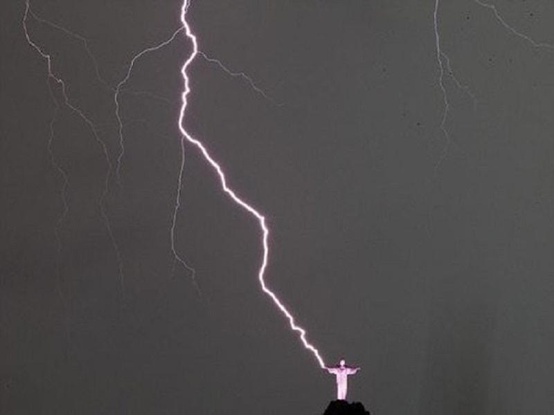 コルコバードのキリスト像雷画像2