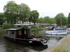 Toue sur l'Erdre, face à la préfecture de Nantes