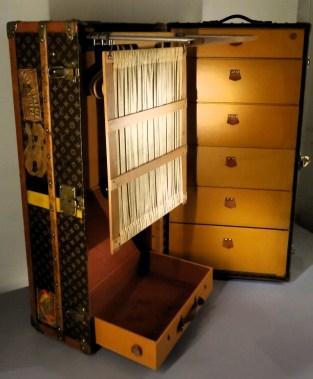 "Escal' Atlantic-Malle-armoire dite ""wardrobe"" Vuitton 1930 ©CuriousCat-DSC08184-min"