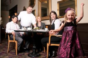 tiernos infantes en los restaurantes