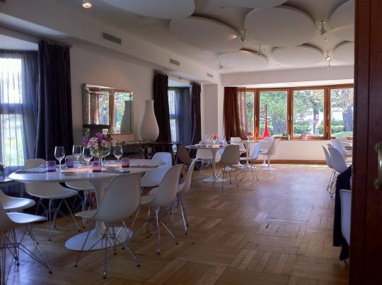 Uno de los amplios salones, estilo long room, del restaurante Deluz (foto: Cuchillo)