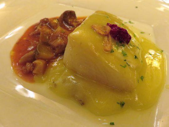 Bacalao al pilpil con morros de ternera a la vizcaína, en restaurante Cachetero (foto: Cuchillo)