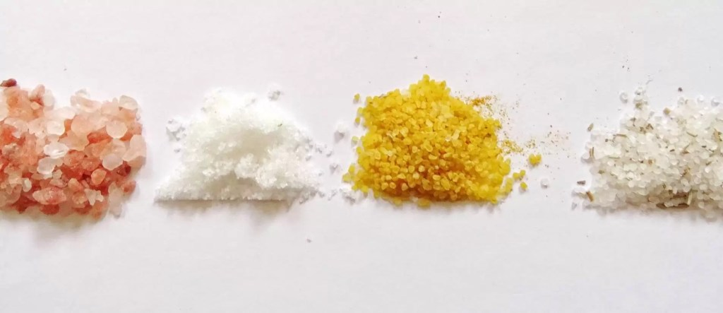 Différents gros sels utilisés en purification des maisons