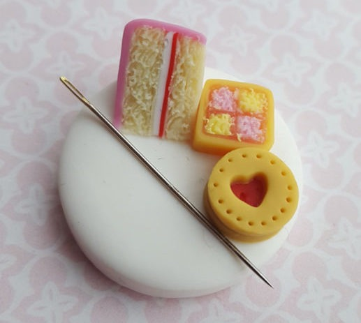 chapelviewcrafts polymer cake needle minder by chapelviewcrafts (source: etsy)