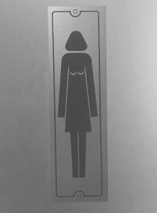 Aaanwijzing wc; dame met borsten op haar schouder