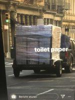 Vrachtwagen met wc-papier
