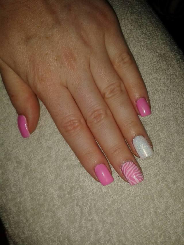 unghii-cu-gel-roz-alb