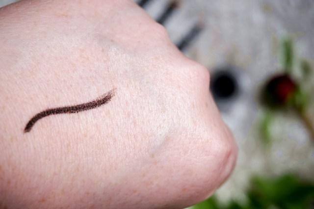 cream gel eyeliner Melkior - swatch