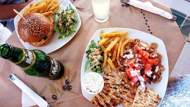 pranz la Juicy Burgers in Kamari, Santorini