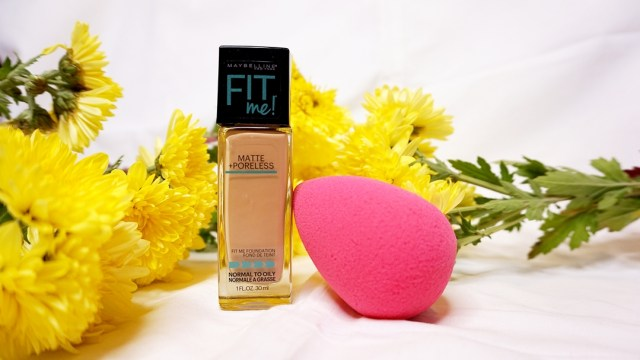 favoritele lunii octombrie - fond de ten Maybelline Fit Me si buretel Cupio