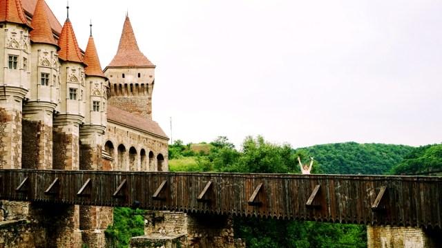 visit Castelul Corvinilor, Hunedoara, Romania