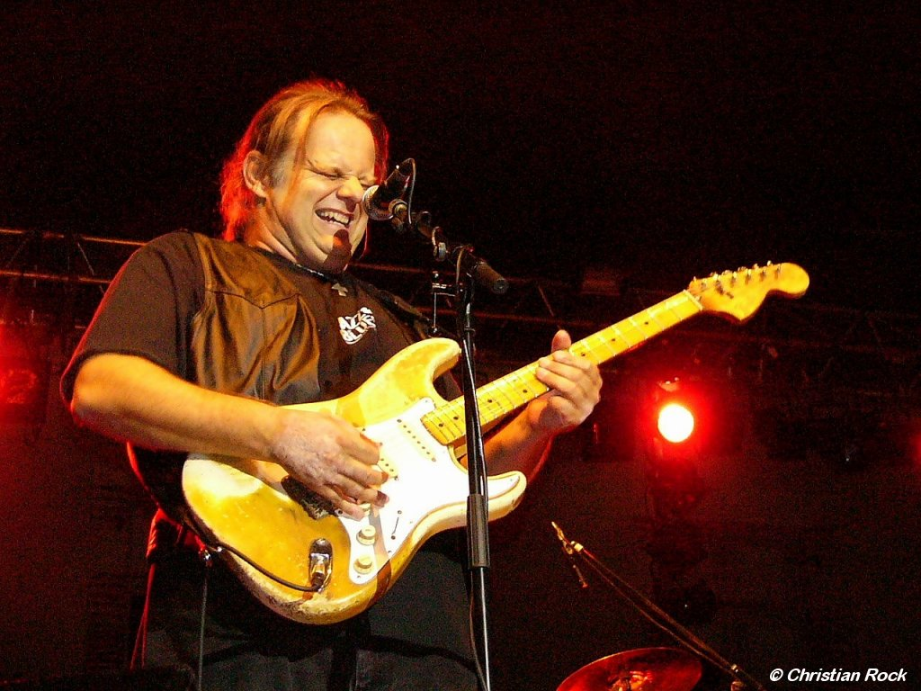 https://i1.wp.com/loreillebleue.free.fr/images/Photos/Walter_Trout_01G_CR.jpg