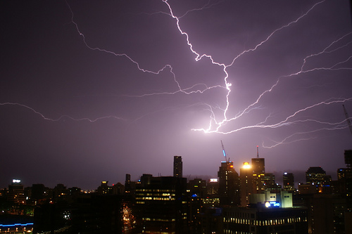 The Full Guide on Capturing Lightning on Camera - Blog Lorelei Web Design