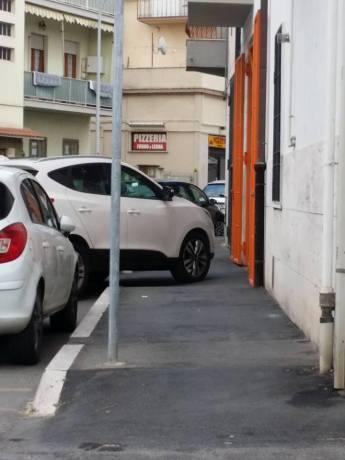"""Il SUV, parcheggiato in modo incivile che diede """"passione"""" alla campagna #SOLOUNMINUTO"""