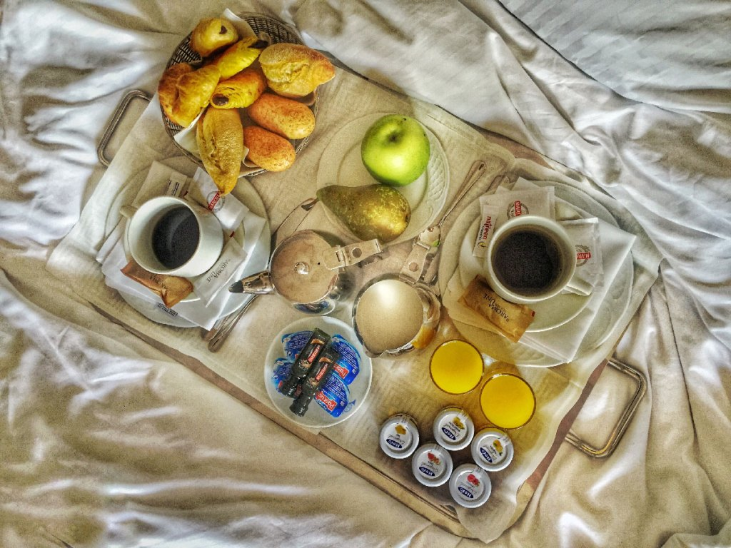 Breakfastinbedhotellosmonteros