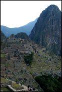 une partie du site du Machu Picchu avec Stacey, Shamima, Mindy et Daniel au premier plan