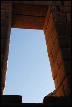 fenêtre trapézoïdale