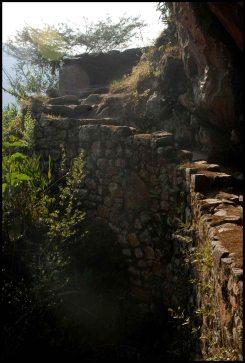 chemin vers le pont inca / trail to the inca draw bridge