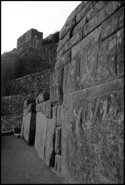 autre exemple de mur en pierres taillées