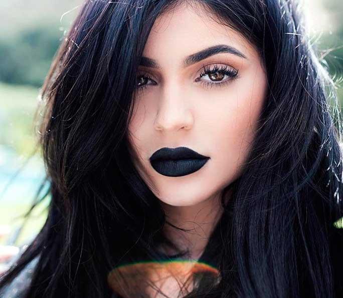 7 dicas para usar batom preto