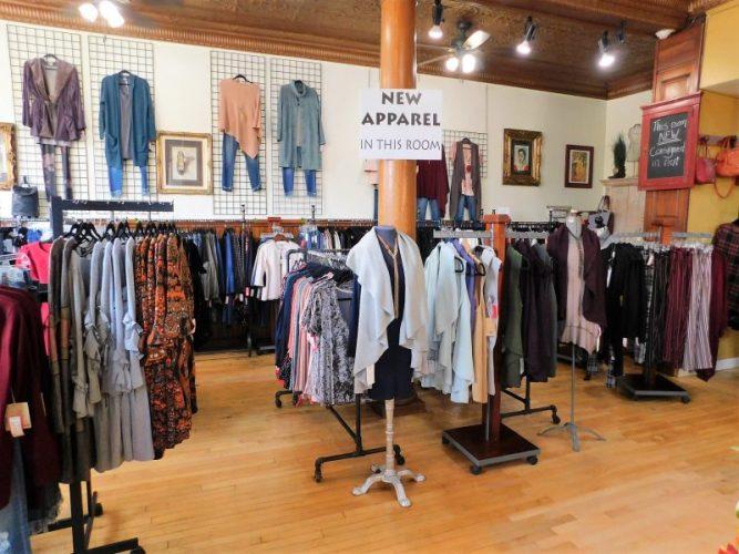 Best Clothing Consignment Shop In Cedarburg - Corner Closet ⋆