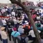 TRABAJADORES DE LA CNTE BLOQUEAN A LOPEZ OBRADOR EN CHIAPAS