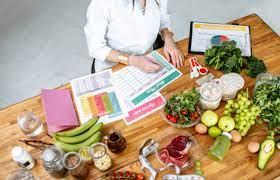 nutriologos creando empresas de comida: influencers del futuro