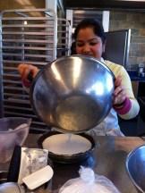 Shivani making Cheesecake de Coco com Calda de Goiaba