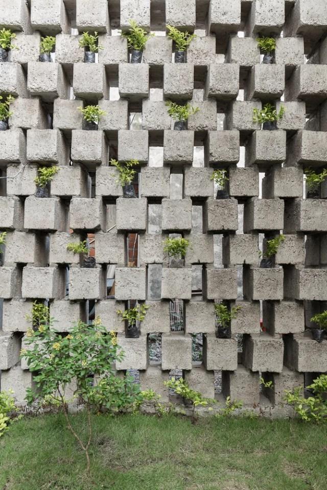 Casa entre bloques