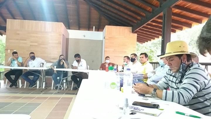 Alcaldes de Santander y Boyacá se unen para reactivar la economía de 3 provincias