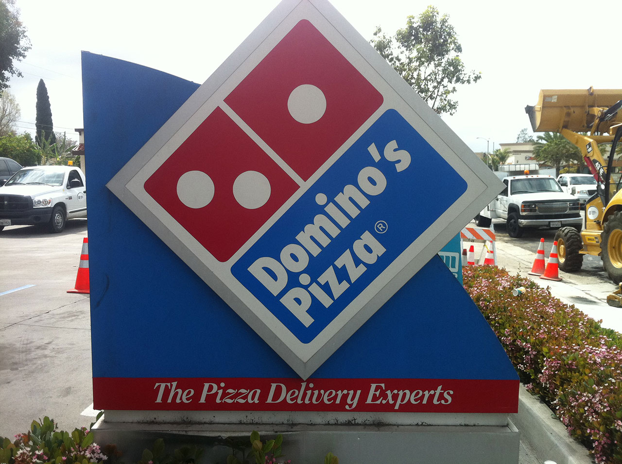 Dominos Pole Sign Made By USA Signs