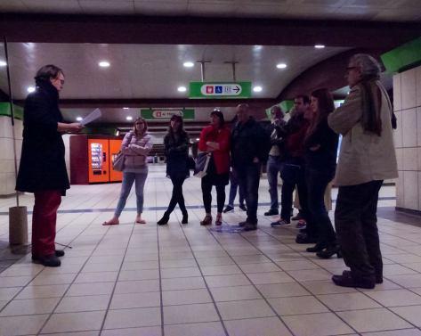 Beniamino e il pubblico nel passante