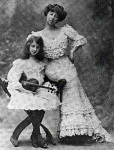 Annie Vivanti e la figlia Vivien
