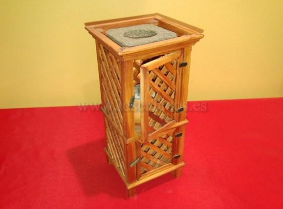 Destiladera de madera en miniatura