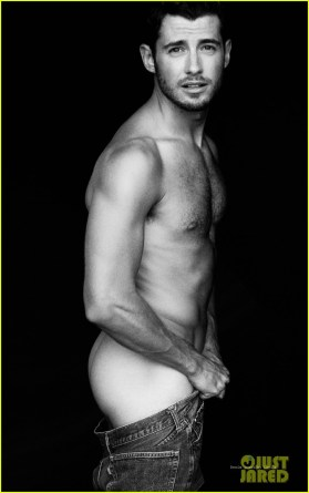 julian-morris-naked-for-wonderland-mag-full-spread-05