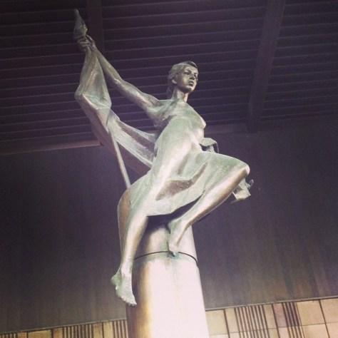 prazhskaya-metro-sculpture
