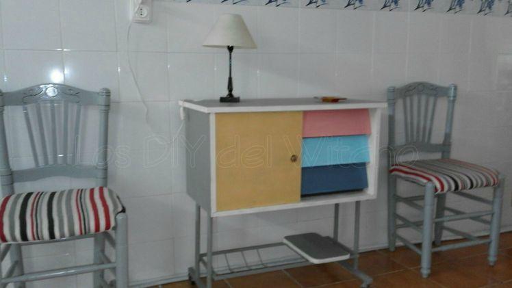 Restauración de vieja mesa de televisión por la tía Rosita.